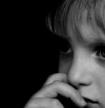صورة لطفلة خائفة