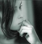 صورة لفتاة تفكر
