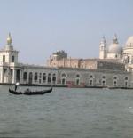 صورة لمسجد على البحر