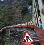 صورة اغرب قطار