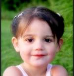 صورة بنت مبتسمة