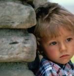 صورة لطفل حزين