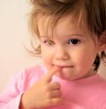 صورة لطفلة تفكر
