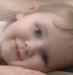 صورة طفلة مبتسمة