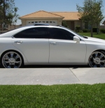 صورة سيارة لكزس بيضاء