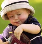 صورة طفل يأكل