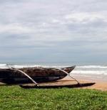 Pirogue sur la plage de Bentota Beach