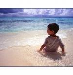 صورة الطفل والبحر