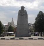 تمثال كارل