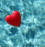 صورة قلب يطفو على الماء