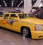 صورة سيارة سكاليدر اصفر حوض