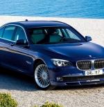 سيارة زرقاء مميزة