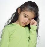 صورة الطفلة الحزينة