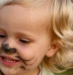 صورة الطفلة الشقراء