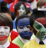 صورة اطفال مشجعين في كأس العالم