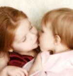 صورة بوسه طفل