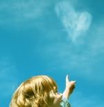 صورة طفلة والسماء