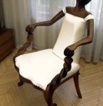 صورة الكرسي الغريب
