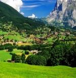 صورة الجبل والقرية الرائعة