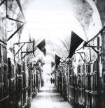 القدس وقد وضعت الأعلام السوداء وأعلنت الحداد بذكرى وعد بلفور