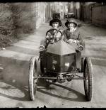 صورة نادرة لأول عربة
