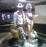 Harrah's couple statue
