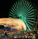 عجلة فيريس ليلا في سانتا مونيكا كاليفورنيا