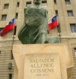 تمثال للرئيس التشيلي السابق سلفادور أليندي