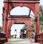 جسر معلق أحمر المدينة القديمة جاكرتا
