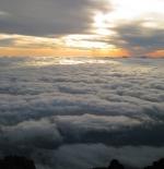 صورة أشعة الشمس على قمة جبل فوجي