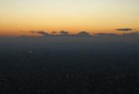صورة لجبل فوجي البعيد