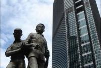 البورصة الفلبينية مع بناء النصب نينوي اكينو