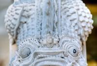 تمثال في المعبد
