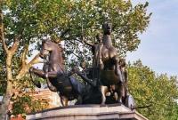 Estatua a orillas del Tamesis