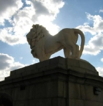 lion on the london bridge