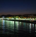 شواطئ مدينة نيس ليلا