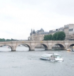 جسر في باريس