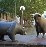 Bull and Bear in front of the Frankfurt Stock Exchange
