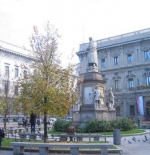 تمثال ليونارد دافنشي في سكالا في ميلان