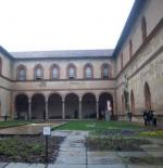 من داخل القلعة في ميلان