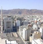 المسجد النبوي الشريف ويظهر جانب من جبل أحد
