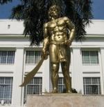 تمثال للزعيم لابو لابو