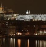 قلعة براغ في الليل