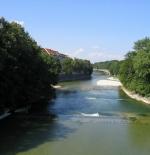 نهر إيزار الذي يمر بميونخ