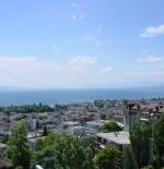 منظر لمدينة لوزان مع بحيرة جنيف